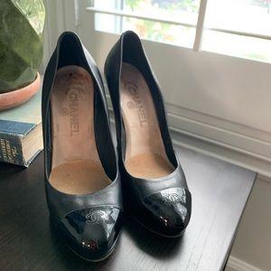 Chanel Heels w patent leather logo cap 🔥